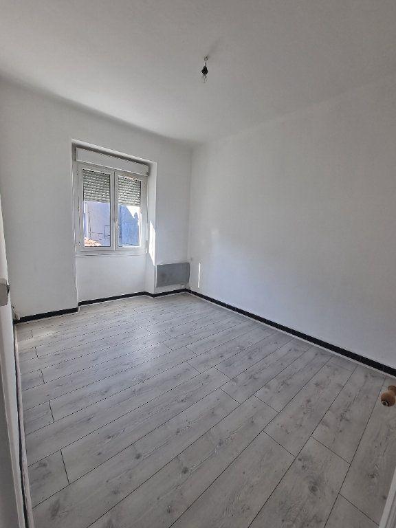 Appartement à louer 2 46m2 à Pont-Saint-Esprit vignette-3