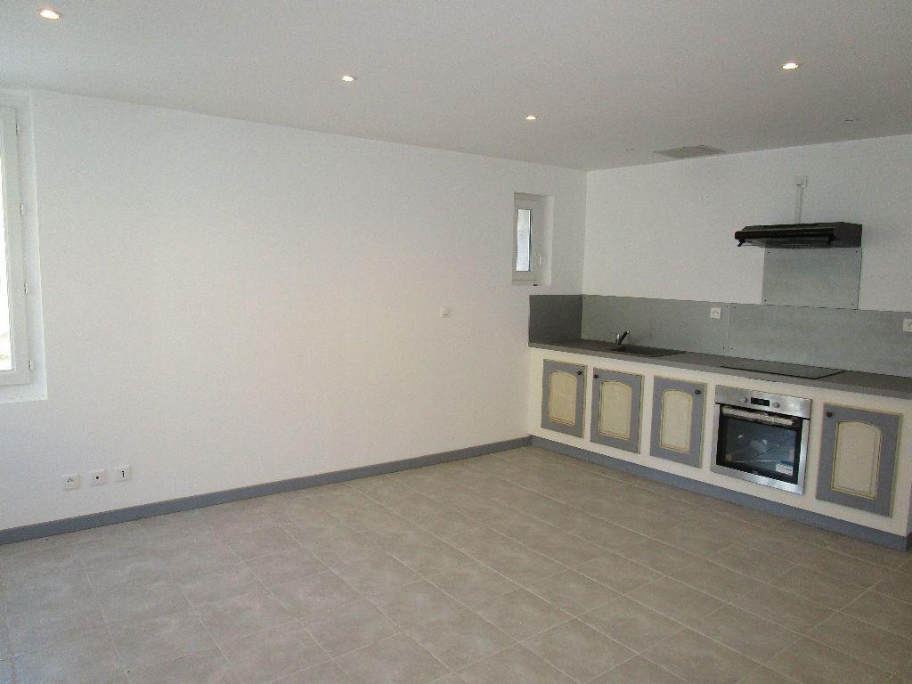 Appartement à louer 2 44m2 à Saint-Just-d'Ardèche vignette-2
