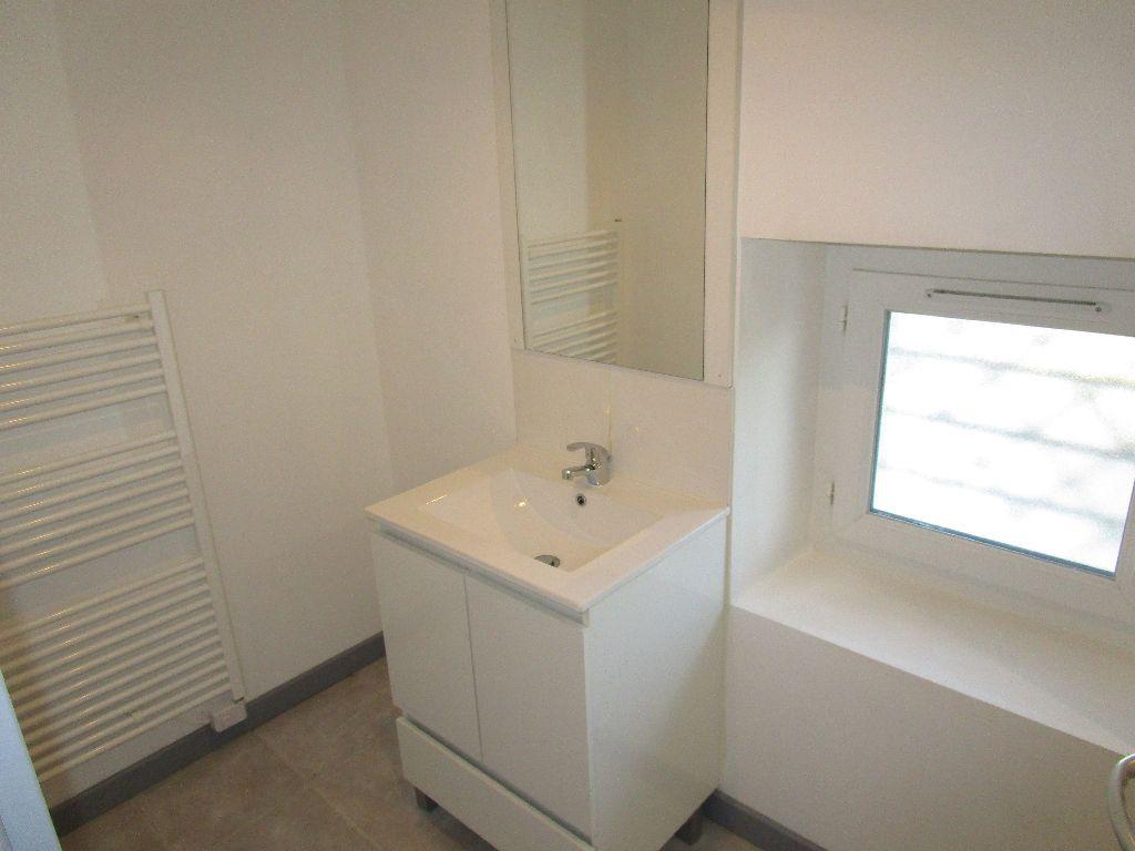 Appartement à louer 2 44m2 à Saint-Just-d'Ardèche vignette-5