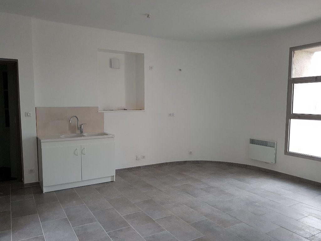 Appartement à louer 2 48m2 à Pont-Saint-Esprit vignette-1