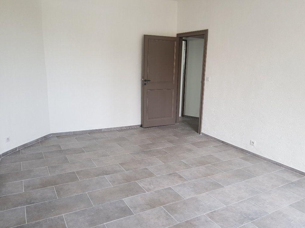 Appartement à louer 2 50.88m2 à Pont-Saint-Esprit vignette-2