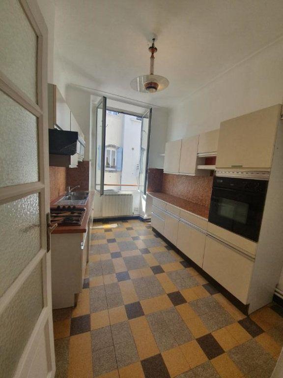 Appartement à louer 4 94m2 à Pont-Saint-Esprit vignette-2