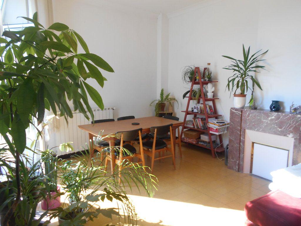 Appartement à louer 4 94m2 à Pont-Saint-Esprit vignette-4