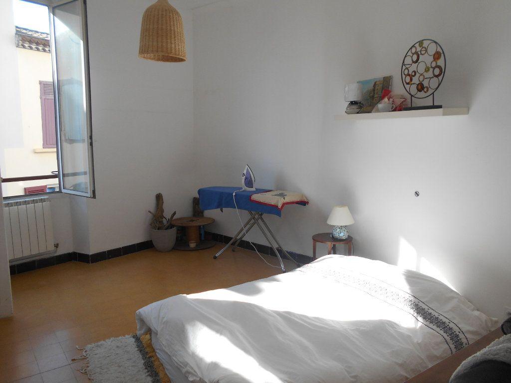 Appartement à louer 4 94m2 à Pont-Saint-Esprit vignette-6
