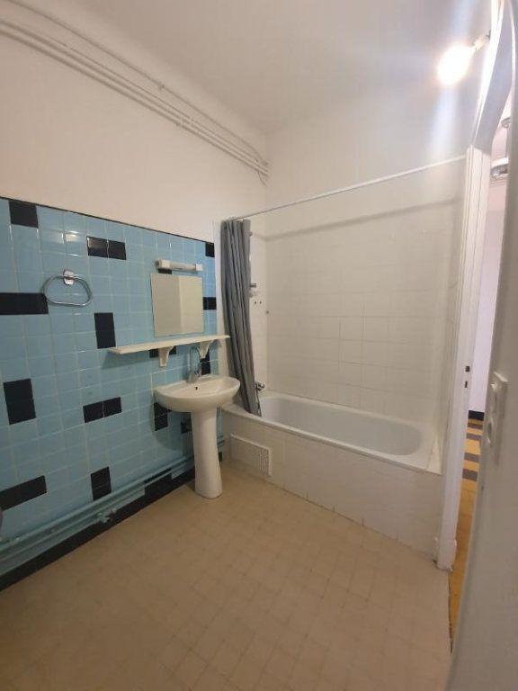 Appartement à louer 4 94m2 à Pont-Saint-Esprit vignette-7