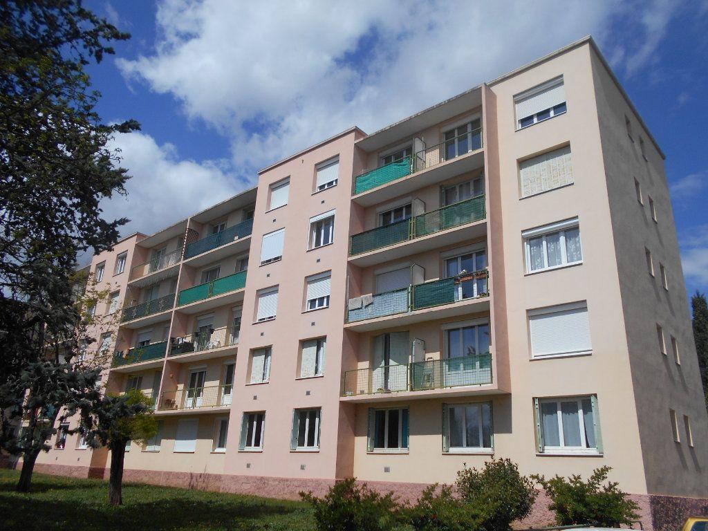 Appartement à louer 2 41.2m2 à Pont-Saint-Esprit vignette-1