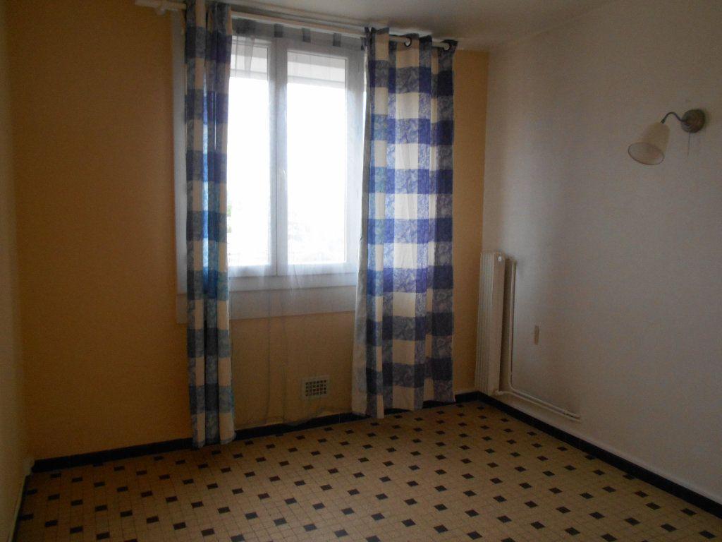 Appartement à louer 2 41.2m2 à Pont-Saint-Esprit vignette-4