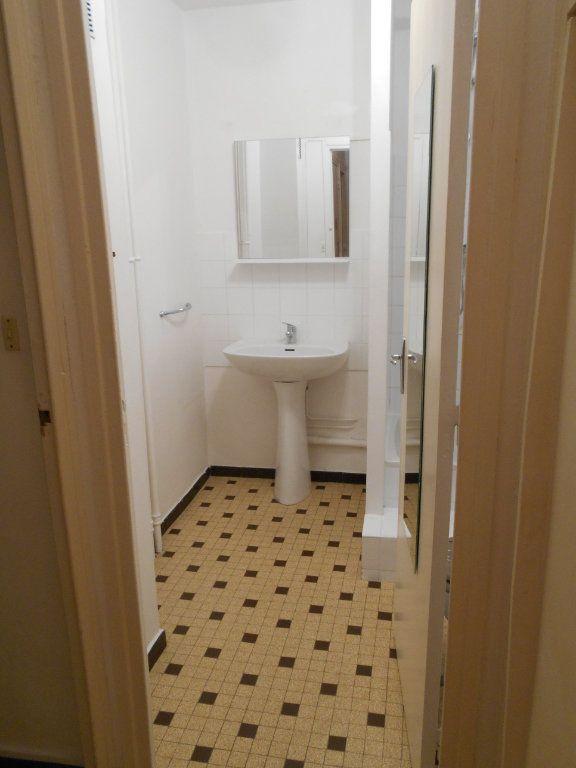 Appartement à louer 2 41.2m2 à Pont-Saint-Esprit vignette-5