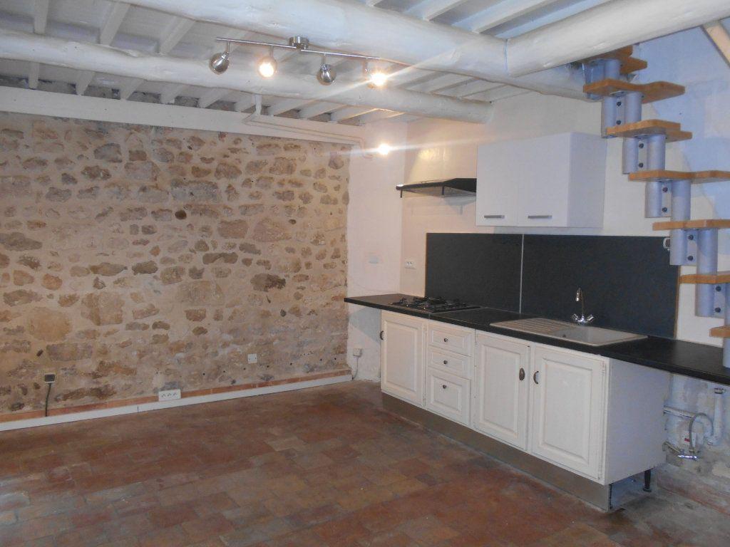 Appartement à louer 2 41m2 à Saint-Paul-Trois-Châteaux vignette-1