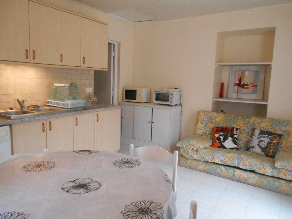 Appartement à louer 2 31m2 à Saint-Étienne-des-Sorts vignette-1