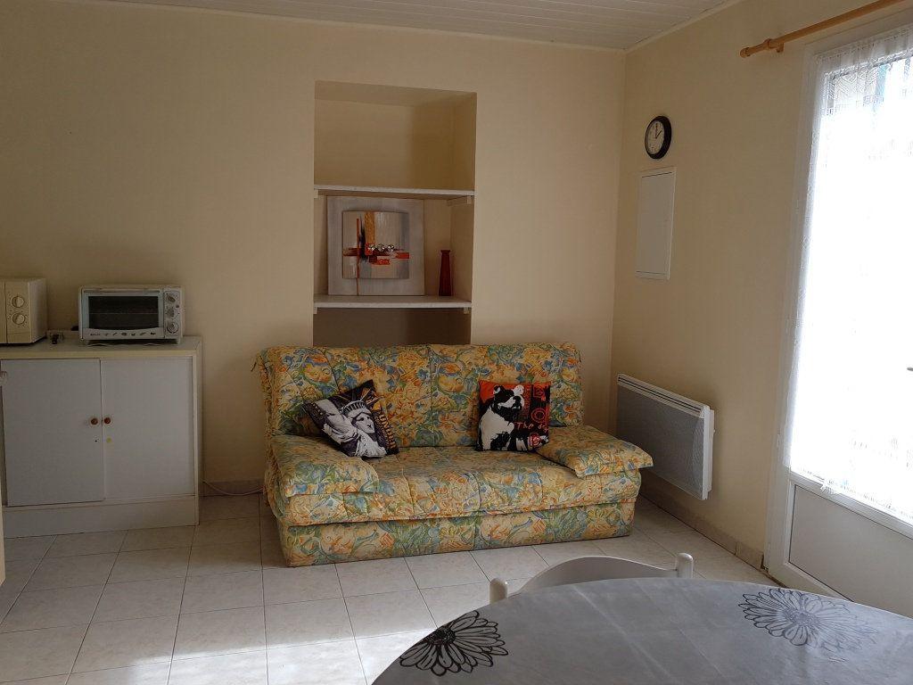 Appartement à louer 2 31m2 à Saint-Étienne-des-Sorts vignette-3