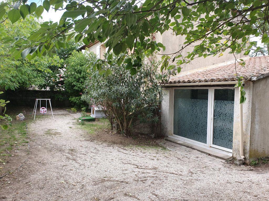 Maison à louer 5 122.11m2 à Saint-Paulet-de-Caisson vignette-1