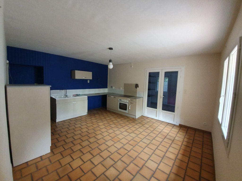 Maison à louer 5 122.11m2 à Saint-Paulet-de-Caisson vignette-3