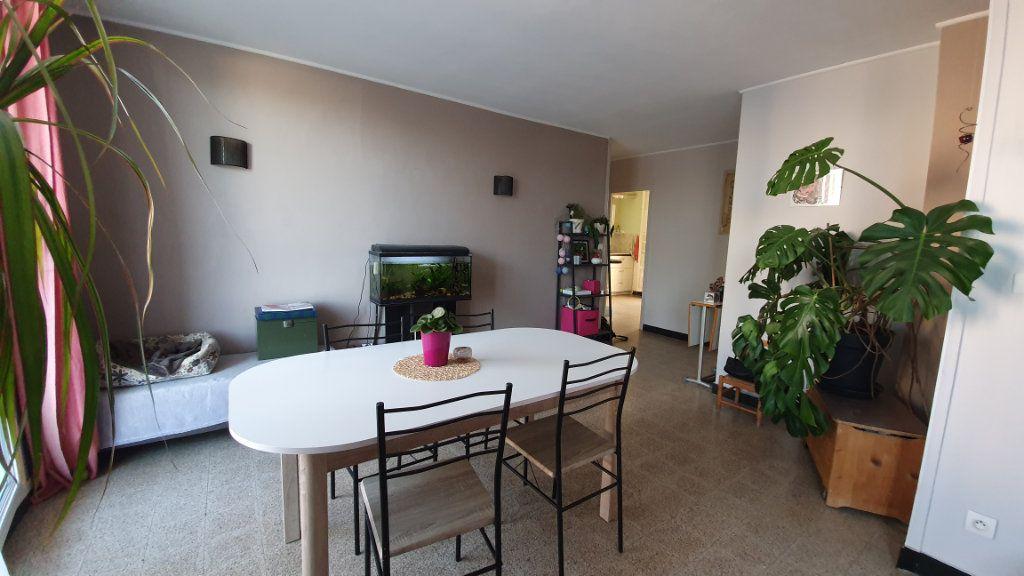 Appartement à vendre 4 67m2 à Pont-Saint-Esprit vignette-2