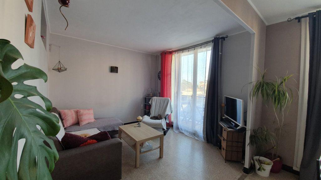 Appartement à vendre 4 67m2 à Pont-Saint-Esprit vignette-3