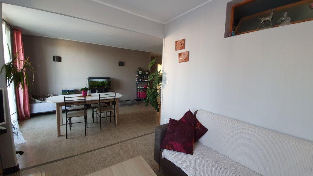 Appartement à vendre 4 67m2 à Pont-Saint-Esprit vignette-4