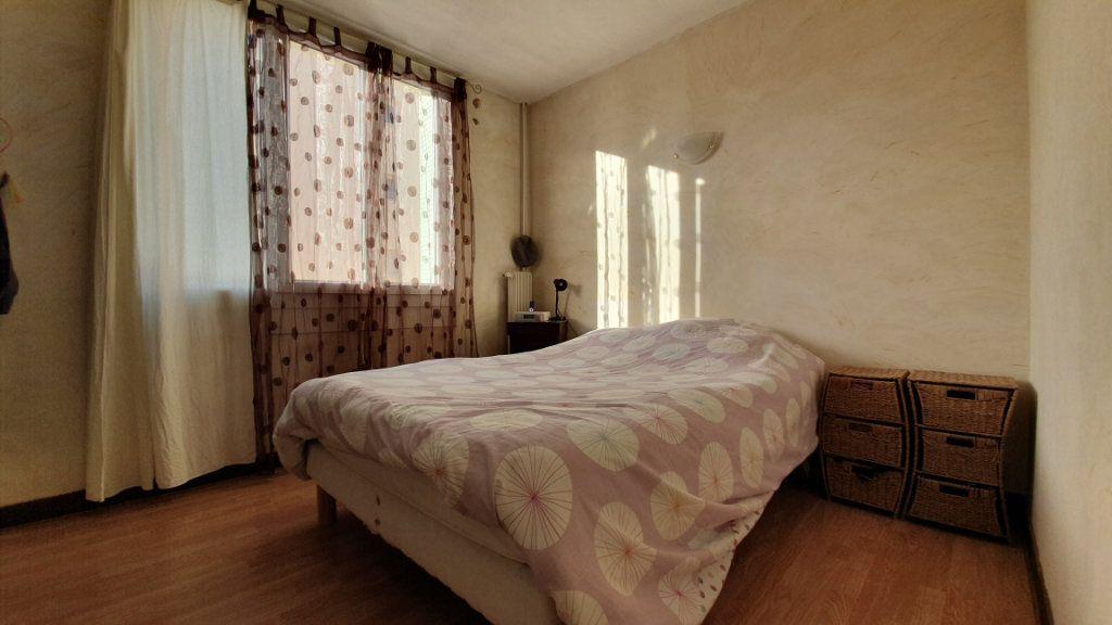 Appartement à vendre 4 67m2 à Pont-Saint-Esprit vignette-6