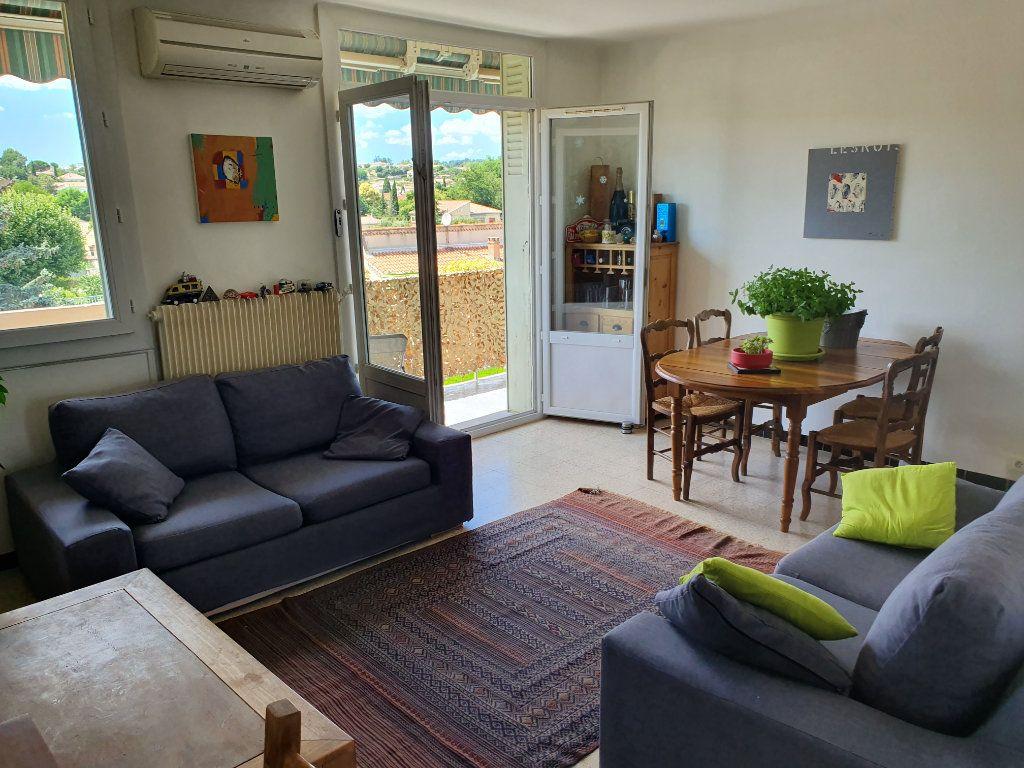 Appartement à vendre 3 62.7m2 à Pont-Saint-Esprit vignette-2