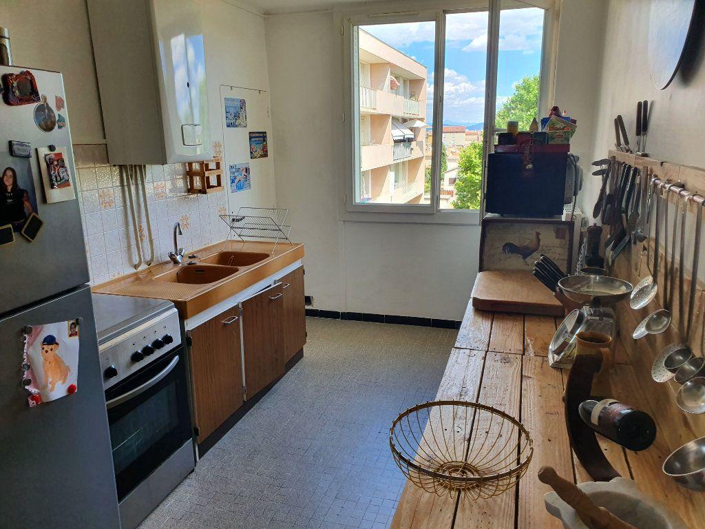 Appartement à vendre 3 62.7m2 à Pont-Saint-Esprit vignette-3