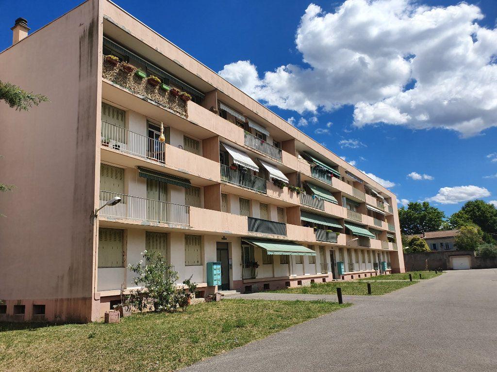 Appartement à vendre 3 62.7m2 à Pont-Saint-Esprit vignette-6