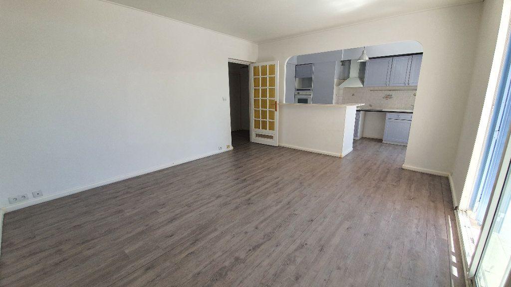 Appartement à vendre 4 74m2 à Pont-Saint-Esprit vignette-1