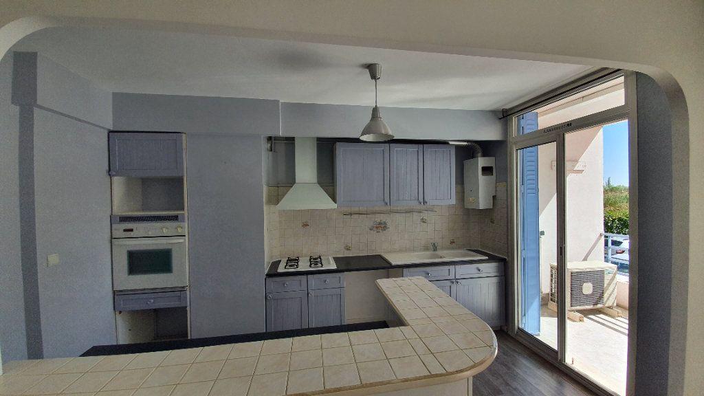 Appartement à vendre 4 74m2 à Pont-Saint-Esprit vignette-2