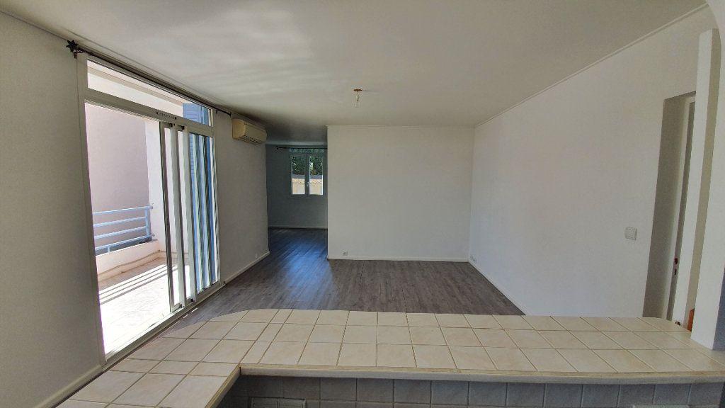 Appartement à vendre 4 74m2 à Pont-Saint-Esprit vignette-4
