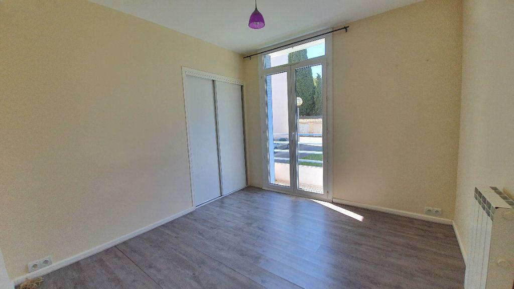 Appartement à vendre 4 74m2 à Pont-Saint-Esprit vignette-7