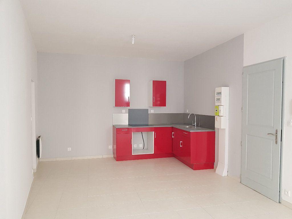 Appartement à louer 2 40m2 à Pont-Saint-Esprit vignette-1