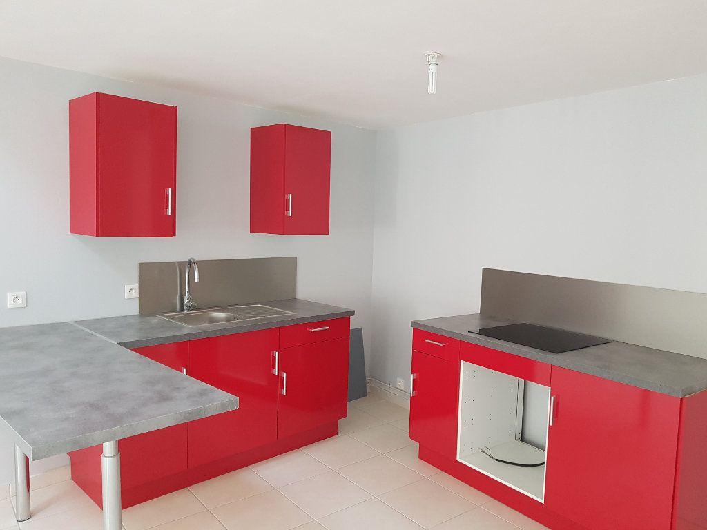 Appartement à louer 3 67m2 à Pont-Saint-Esprit vignette-2