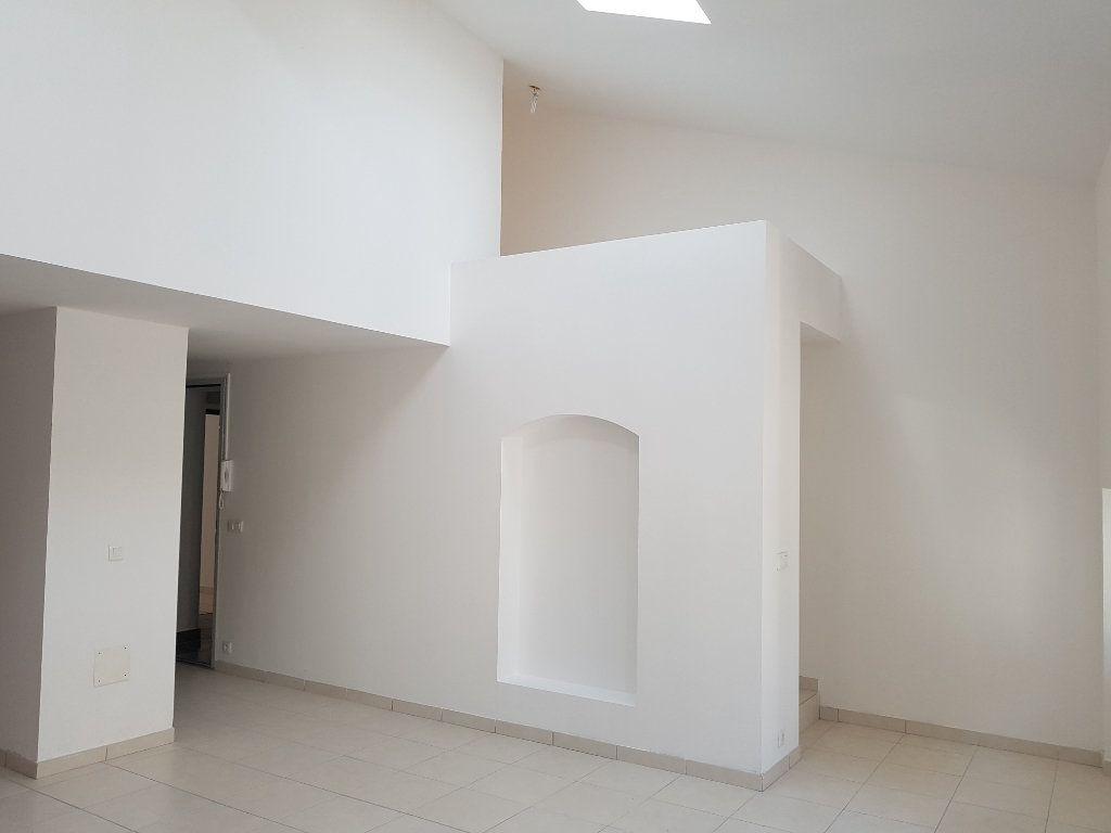 Appartement à louer 3 67m2 à Pont-Saint-Esprit vignette-4