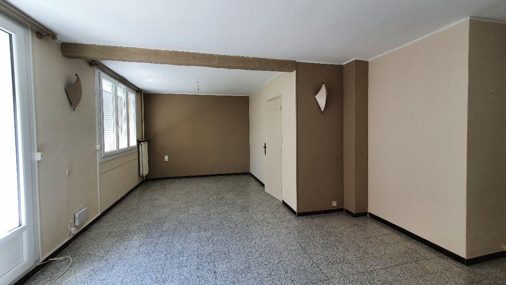 Appartement à vendre 4 66m2 à Pont-Saint-Esprit vignette-1