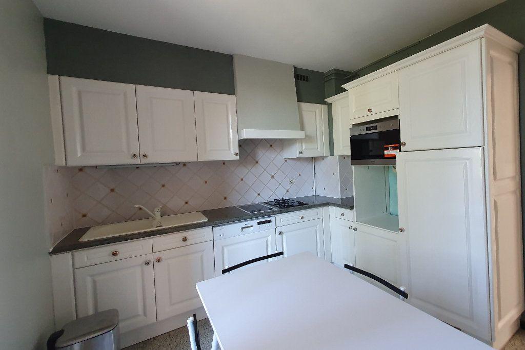 Appartement à vendre 4 66m2 à Pont-Saint-Esprit vignette-2