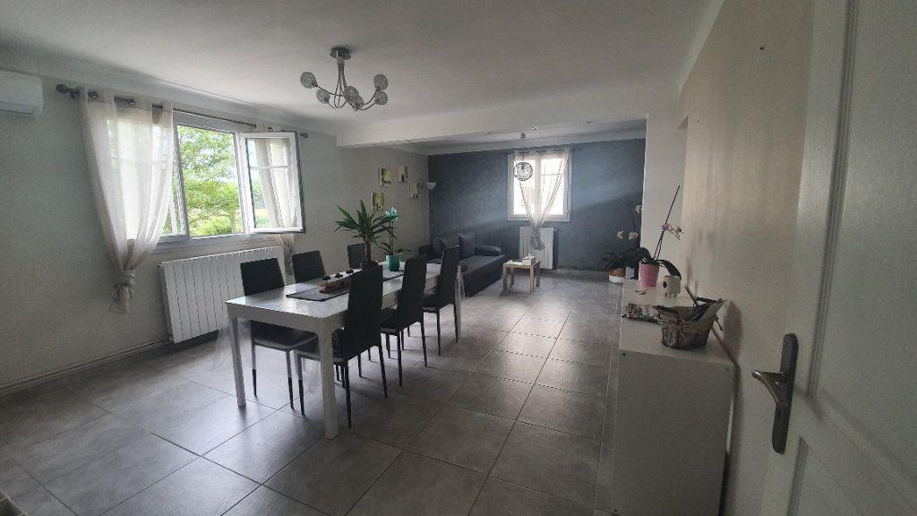 Appartement à louer 4 66.91m2 à Pont-Saint-Esprit vignette-1