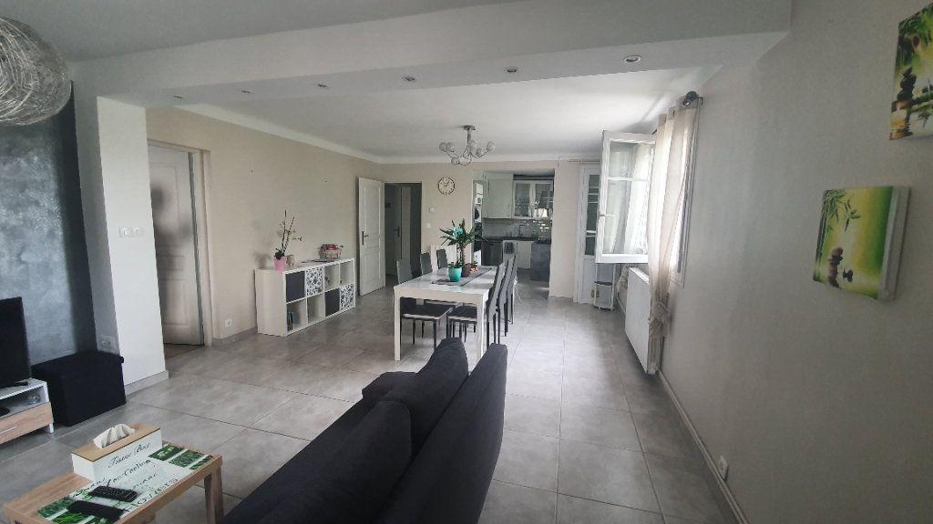 Appartement à louer 4 66.91m2 à Pont-Saint-Esprit vignette-2