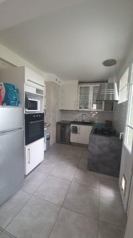 Appartement à louer 4 66.91m2 à Pont-Saint-Esprit vignette-3