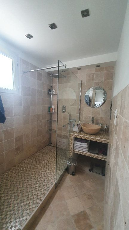 Appartement à louer 4 66.91m2 à Pont-Saint-Esprit vignette-6