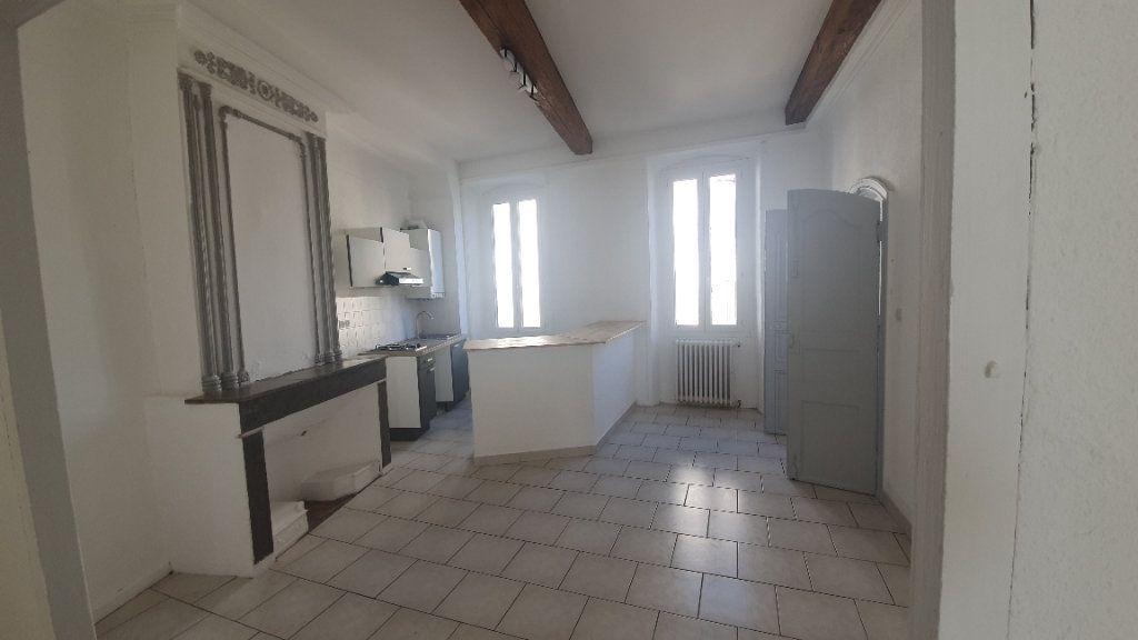 Appartement à louer 2 64.38m2 à Pont-Saint-Esprit vignette-2