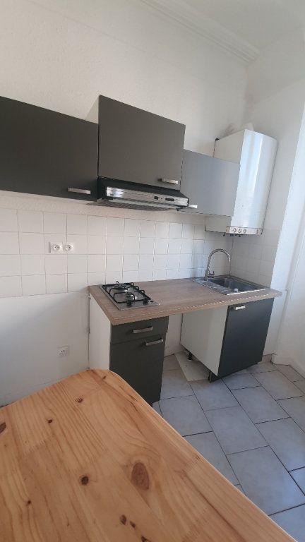 Appartement à louer 2 64.38m2 à Pont-Saint-Esprit vignette-4