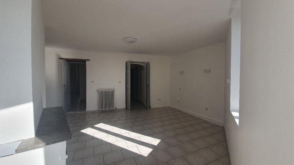Appartement à louer 2 64.38m2 à Pont-Saint-Esprit vignette-6