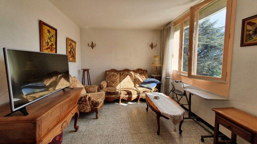 Appartement à vendre 4 0m2 à Pont-Saint-Esprit vignette-2