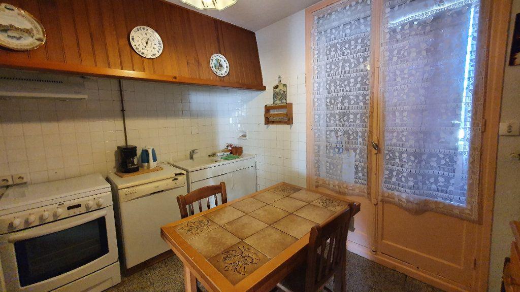 Appartement à vendre 4 0m2 à Pont-Saint-Esprit vignette-3