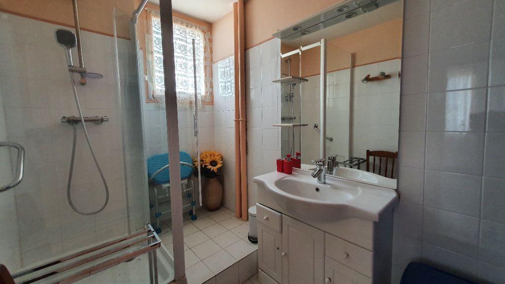 Appartement à vendre 4 0m2 à Pont-Saint-Esprit vignette-4