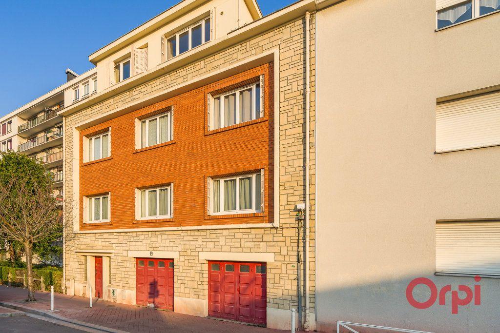 Appartement à vendre 3 63.68m2 à Montrouge vignette-4