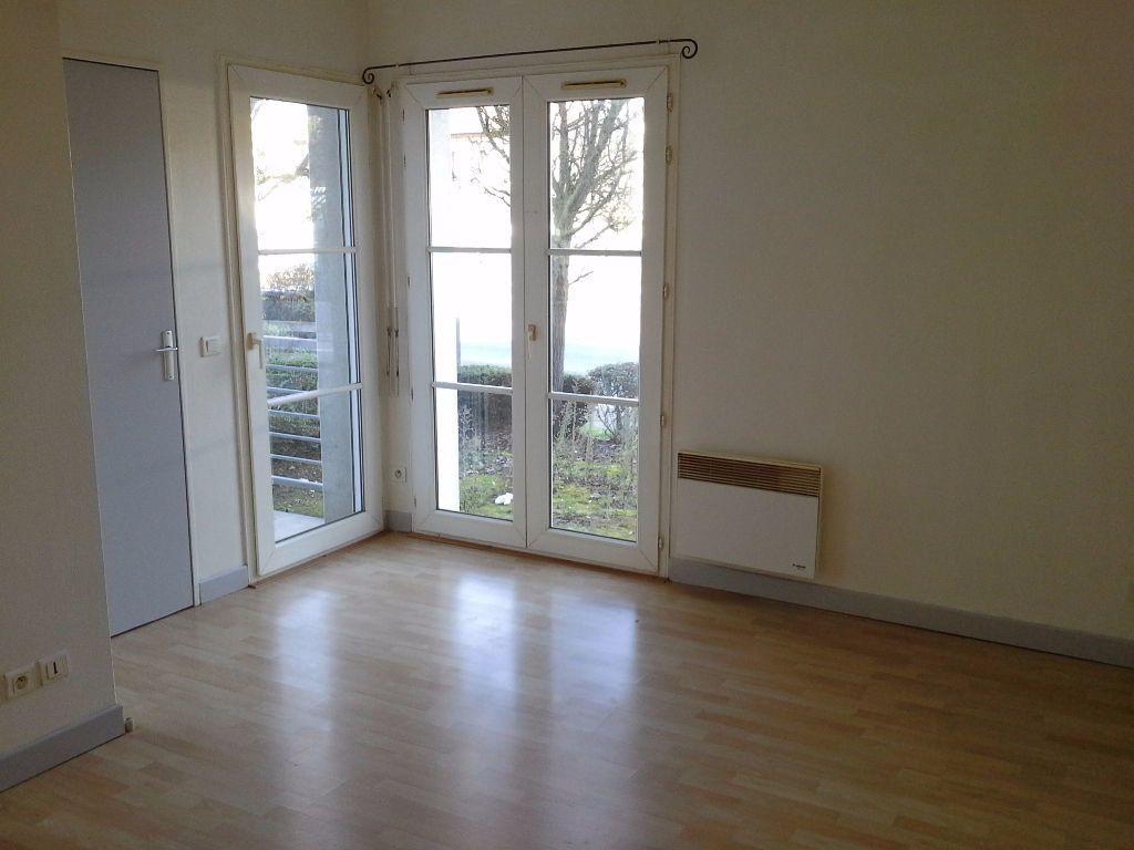 Appartement à louer 1 24.57m2 à La Rochelle vignette-2