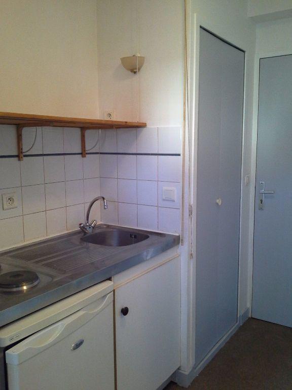 Appartement à louer 1 24.57m2 à La Rochelle vignette-3