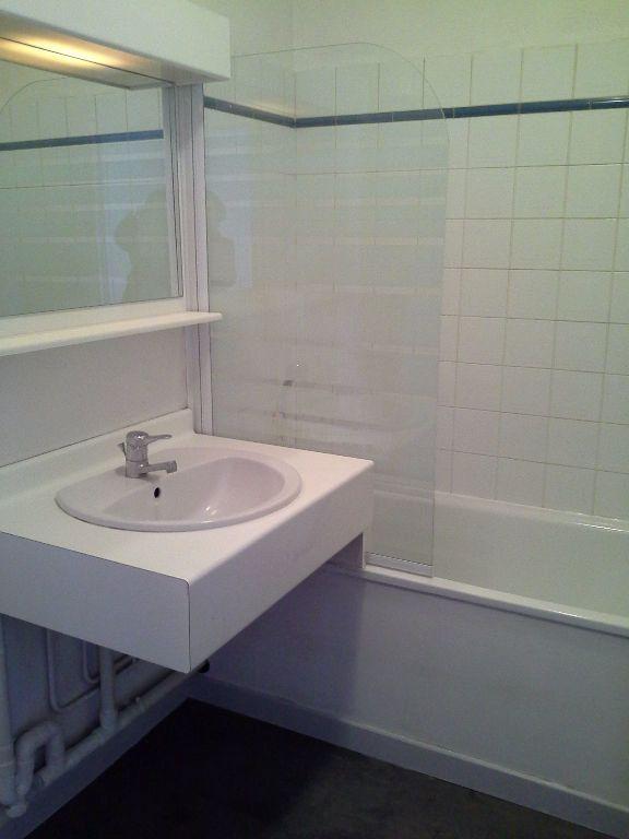 Appartement à louer 1 24.57m2 à La Rochelle vignette-4