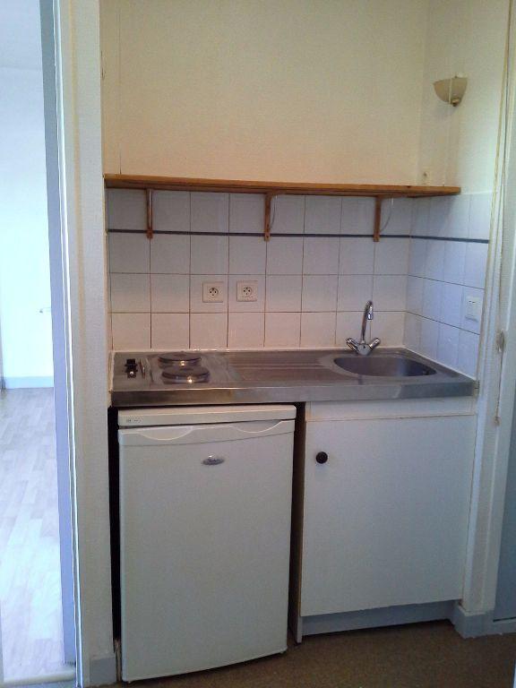 Appartement à louer 1 24.57m2 à La Rochelle vignette-5