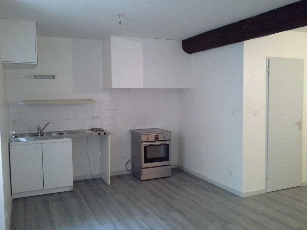 Appartement à louer 1 32.61m2 à La Rochelle vignette-3