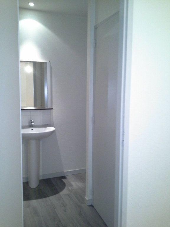 Appartement à louer 1 32.61m2 à La Rochelle vignette-5